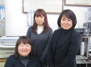 (右から)金子理恵子 社長、営業担当の加藤ひろ美さんと加藤明江さん